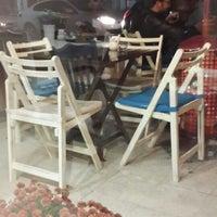 11/9/2013 tarihinde Ahmet Y.ziyaretçi tarafından Café Kish'de çekilen fotoğraf
