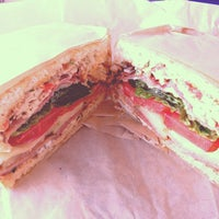 Foto diambil di The Lunch Box oleh Ryan K. pada 11/4/2012