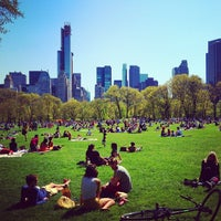 Foto tirada no(a) Sheep Meadow por Price P. em 4/28/2013