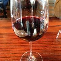 Das Foto wurde bei Tria Wine Room von Kathy L. am 3/23/2013 aufgenommen