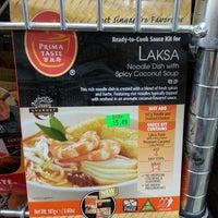 6/22/2014 tarihinde Chit Seng T.ziyaretçi tarafından Lucky Oriental Mart'de çekilen fotoğraf