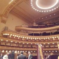 Foto diambil di Carnegie Hall oleh Oriana S. pada 12/12/2012