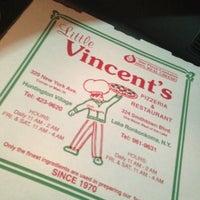 รูปภาพถ่ายที่ Little Vincent's Pizza โดย Matthew B. เมื่อ 4/29/2013