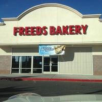 Снимок сделан в Freed's Bakery пользователем Chance K. 10/9/2012