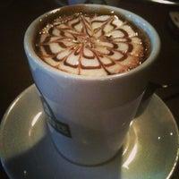 1/23/2013 tarihinde Sinem B.ziyaretçi tarafından Edward's Coffee'de çekilen fotoğraf