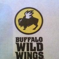 10/8/2012 tarihinde Victoria T.ziyaretçi tarafından Buffalo Wild Wings'de çekilen fotoğraf