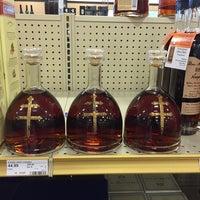 Photo prise au Binny's Beverage Depot par Leonard W. le11/29/2014