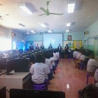 Photo taken at โรงเรียนบ้านหมากแข้ง by Jinny G. on 11/4/2014