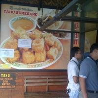 Photo taken at rumah makan 45 limbangan by Saeful R. on 10/28/2012
