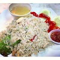 Photo taken at Restoran Singgah D'Klasik by ••Lyna Bnks💋 on 3/15/2013