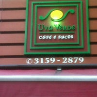 Photo taken at Uva Verde - Café e Sucos by Sérgio B. on 1/18/2013