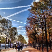 Foto tirada no(a) Jardins des Champs-Élysées por MikaelDorian em 10/4/2012
