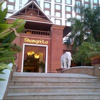 Photo taken at Shangri-La Hotel by ploywalee v. on 10/12/2012