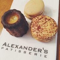 Foto scattata a Alexander's Patisserie da Adrienne L. il 11/24/2014