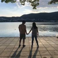 Foto tomada en Kastoria por Christos A. el 5/26/2018
