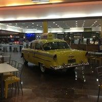 Foto tirada no(a) NYC Burger por Junio Vitor D. em 3/31/2013