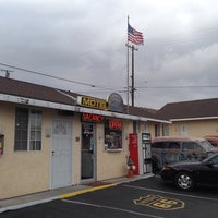 Photo taken at Route 66 Motel by hendry670 on 10/9/2013