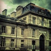 5/14/2013 tarihinde Clemence B.ziyaretçi tarafından École Militaire'de çekilen fotoğraf