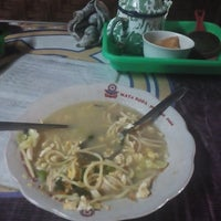 Photo taken at Bakmi Jawa Mbah Nen by Hanindyo Seno on 10/21/2014