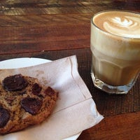 Photo taken at Kitsuné Espresso Bar Artisanal by Peter on 10/20/2013