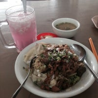 Photo taken at Mie Pangsit Gajah Mada by johanes on 9/7/2015