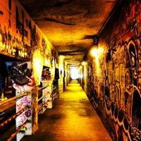 รูปภาพถ่ายที่ Krog Street Tunnel โดย Mark B. เมื่อ 1/26/2013