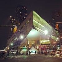 Foto tirada no(a) Alice Tully Hall at Lincoln Center por Eliane v. em 4/25/2013