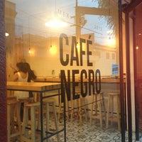Foto tomada en Café Negro por Samia B. el 8/20/2013