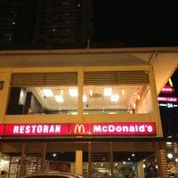 Photo taken at McDonald's / McCafè by Natalyia john N. on 4/8/2013