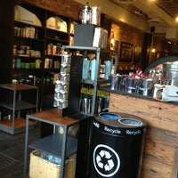 Photo prise au Starbucks par Ed C. le5/16/2013