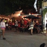 Foto tomada en Fah Restaurant Bar por Andres H. el 1/26/2013