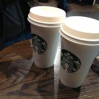 Photo prise au Starbucks Coffee par Biffy N. le2/15/2013