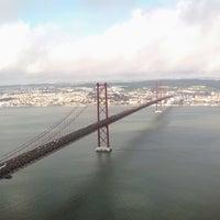 Foto tomada en Ponte 25 de Abril por Vinod C. el 2/9/2013