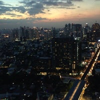 Foto scattata a Octave Rooftop Lounge & Bar da Ben H. il 11/16/2014