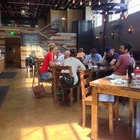 รูปภาพถ่ายที่ Swami's Cafe โดย Ben H. เมื่อ 6/9/2014