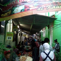 Photo taken at Pasar Sore Ramadhan KAUMAN by wening p. on 6/29/2014