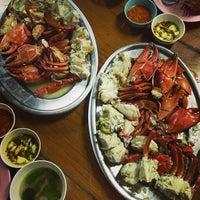 Photo taken at แดงอาหารทะเล by LeXtas O. on 1/27/2013