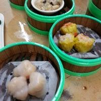 Photo taken at Restoran Jin Xuan Hong Kong Sdn. Bhd. (锦选香港特极点心) by Teh J. on 5/5/2013