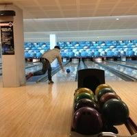 3/25/2013 tarihinde Richard M.ziyaretçi tarafından Planet Bowling'de çekilen fotoğraf