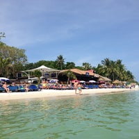 Photo taken at Chaweng Beach by Ruslan L. on 11/10/2012