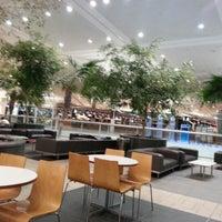 Photo taken at Brisbane Airport International Terminal by Chin C. on 12/12/2012