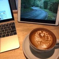 Photo taken at SLOW JET COFFEE by Fotografia N. on 12/19/2017