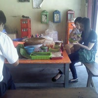 Photo taken at Pecel Mbok Djo by Vida W. on 10/9/2013
