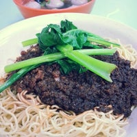 Photo taken at Restoran Soong Kee Beef Ball Noodle (颂记牛肉丸粉) by Chun M. on 1/30/2013