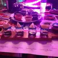 Foto tomada en Taco y Tequila por Andy K. el 5/7/2014
