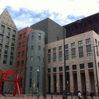 รูปภาพถ่ายที่ Central Library โดย Zack เมื่อ 10/19/2012