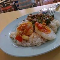 Photo taken at ต้นอ้อยอาหารตามสั่ง by muri on 3/1/2013