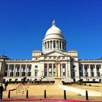 EUA: Satanistas reclaman eliminar monumento de los Diez Mandamientos