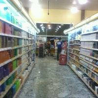 Foto tirada no(a) Cometa Supermercados por Deborah N. em 10/17/2012