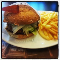 Photo taken at Eddie Fine Burgers by Pedro H. on 10/5/2012